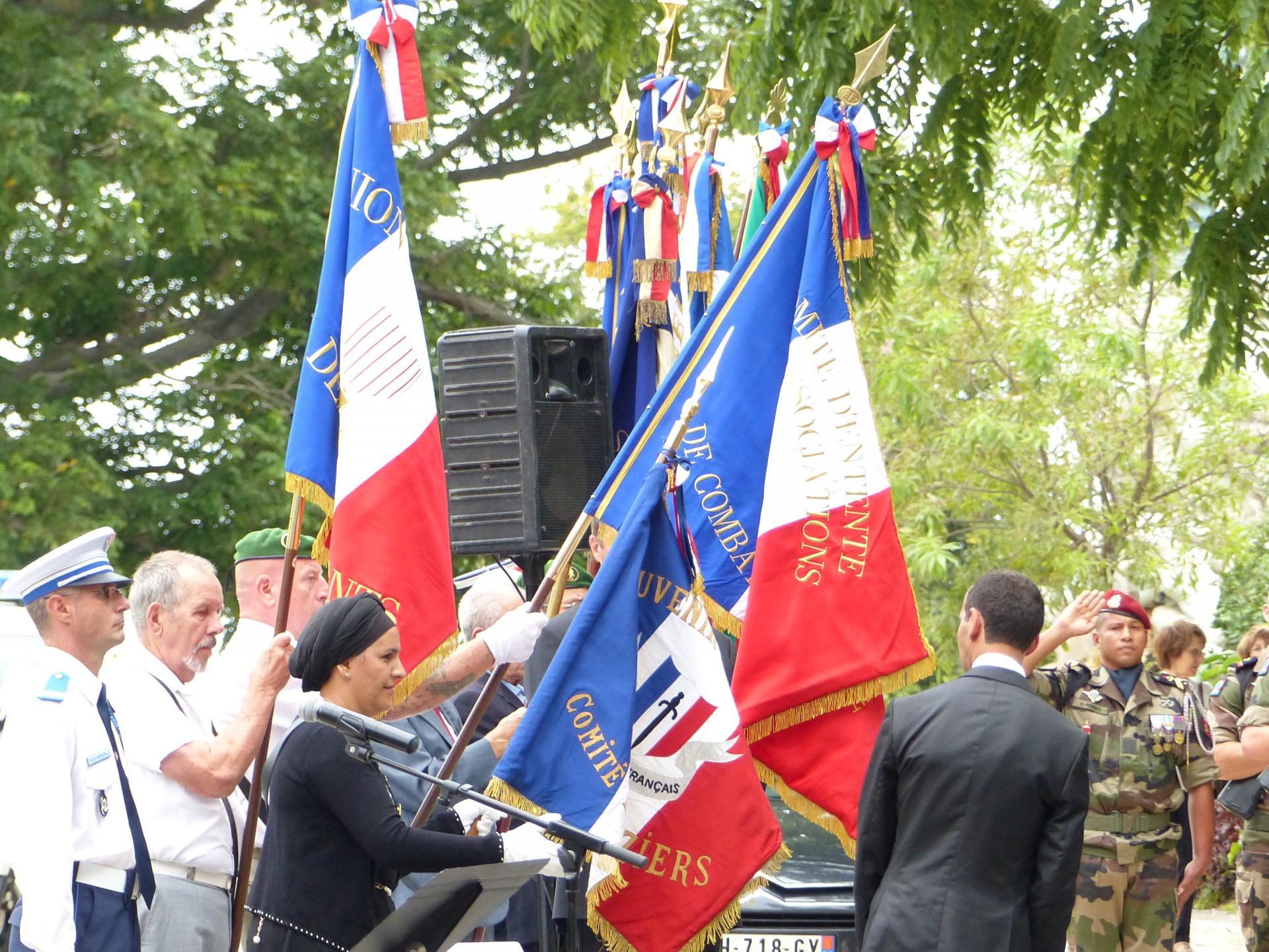 Remise du Drapeau au Président du comité de Béziers