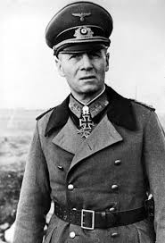 Quel militaire allemand commande les opérations en Afrique du Nord ?