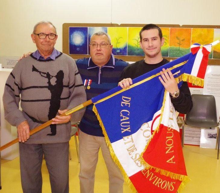Porte drapeaux 06 12 19